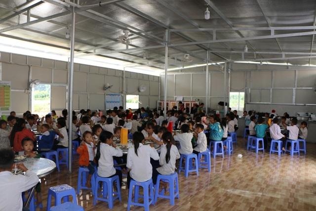 Cảm động cô giáo đi xin cơm cho học trò nghèo - 4