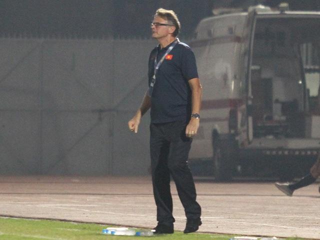 HLV Philippe Troussier không hài lòng sau chiến thắng của U19 Việt Nam trước Guam - 1