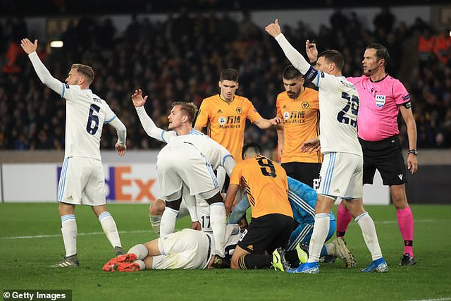 Chấn thương kinh hoàng của Andre Gomes tái diễn ở Europa League - 2