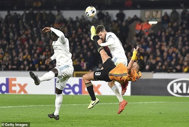 Chấn thương kinh hoàng của Andre Gomes tái diễn ở Europa League - 1