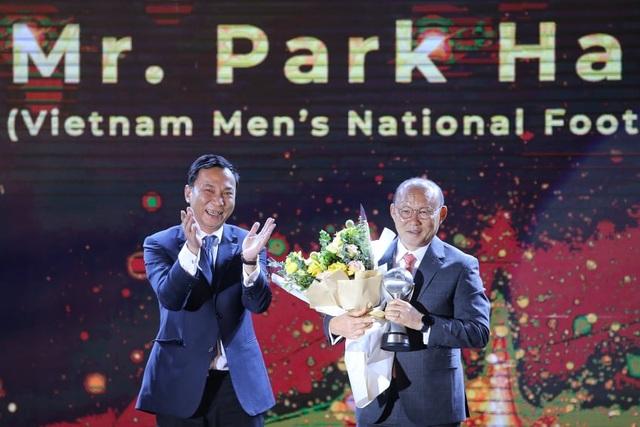 Liên đoàn bóng đá Đông Nam Á vinh danh HLV Park Hang Seo và Quang Hải - 1