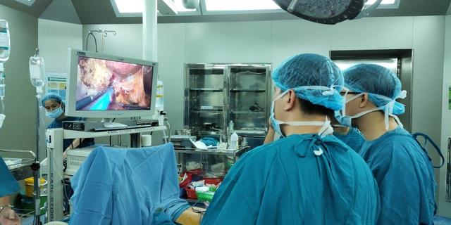 Đà Nẵng: Lần đầu tiên phẫu thuật nội soi cắt gan cho bệnh nhân ung thư - 1