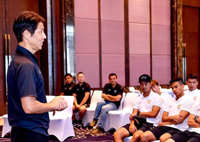 Đội tuyển Thái Lan tập trung trở lại, chuẩn bị sang Malaysia - 3