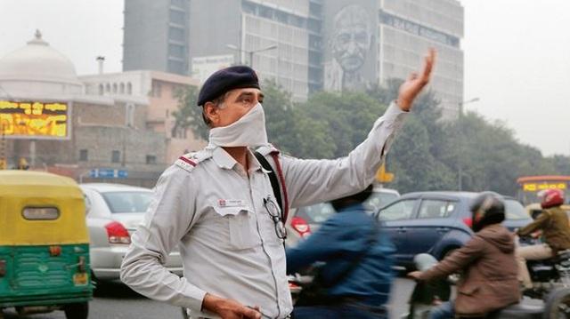 Tượng Thần được đeo khẩu trang vì ô nhiễm không khí nghiêm trọng - 3
