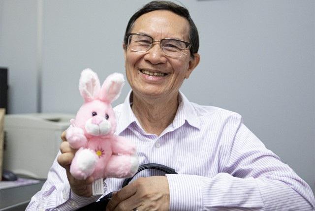 """Giáo sư Mỹ gốc Việt gây """"sốt"""" với phương pháp giáo dục với thú bông - 1"""