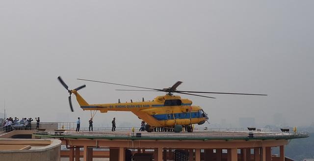 Trực thăng cấp cứu đáp thẳng xuống nóc Viện Chấn thương Chỉnh hình - 3