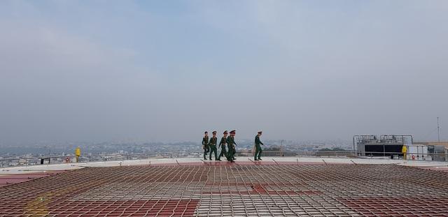 Trực thăng cấp cứu đáp thẳng xuống nóc Viện Chấn thương Chỉnh hình - 2