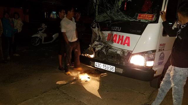 Xe CSGT bị xe tải tông bay qua rãnh nước - 2