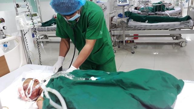 Vụ nổ đầu đạn pháo 9 người bị thương: Bé gái 22 tháng tuổi đang nguy kịch - 2