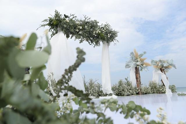 Không gian tiệc cưới bên bờ biển của Đông Nhi - Ông Cao Thắng - 7