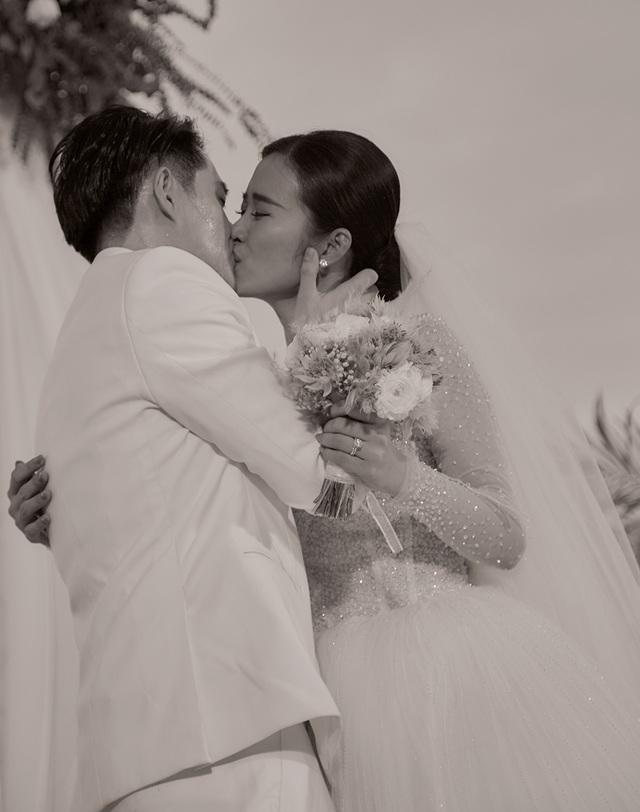 Ông Cao Thắng khóc cảm ơn Đông Nhi trong đám cưới đẹp như mơ - 9