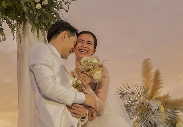 Ông Cao Thắng khóc cảm ơn Đông Nhi trong đám cưới đẹp như mơ - 12
