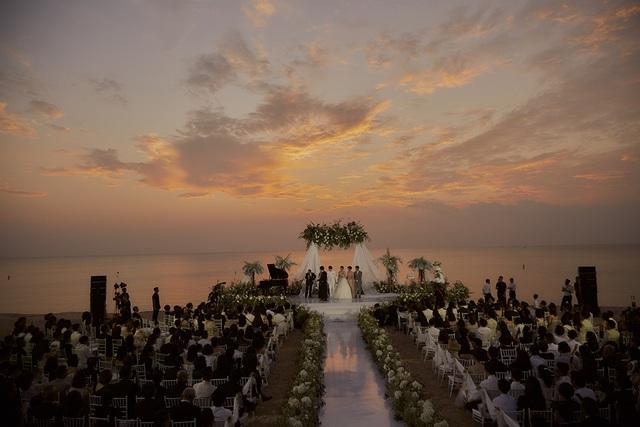 Ông Cao Thắng khóc cảm ơn Đông Nhi trong đám cưới đẹp như mơ - 11