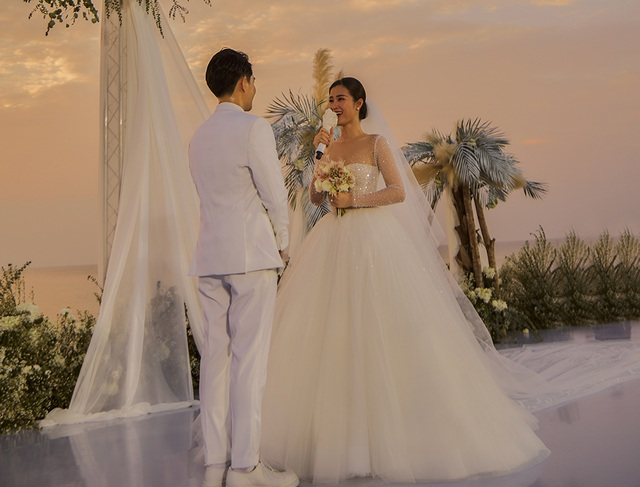 Ông Cao Thắng khóc cảm ơn Đông Nhi trong đám cưới đẹp như mơ - 4