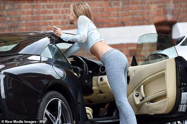 Kimberley Garner lái siêu xe đi tập gym - 2