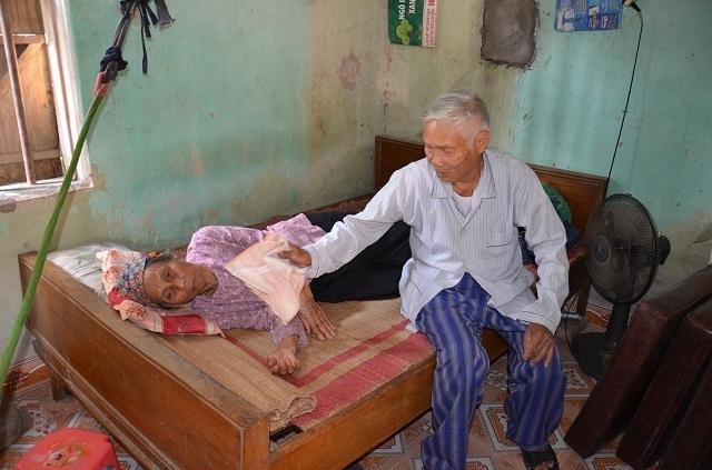 Phóng viên bị đuổi đánh, thấu hiểu cuộc sống địa ngục của 2 cụ tuổi kề 90 - 6