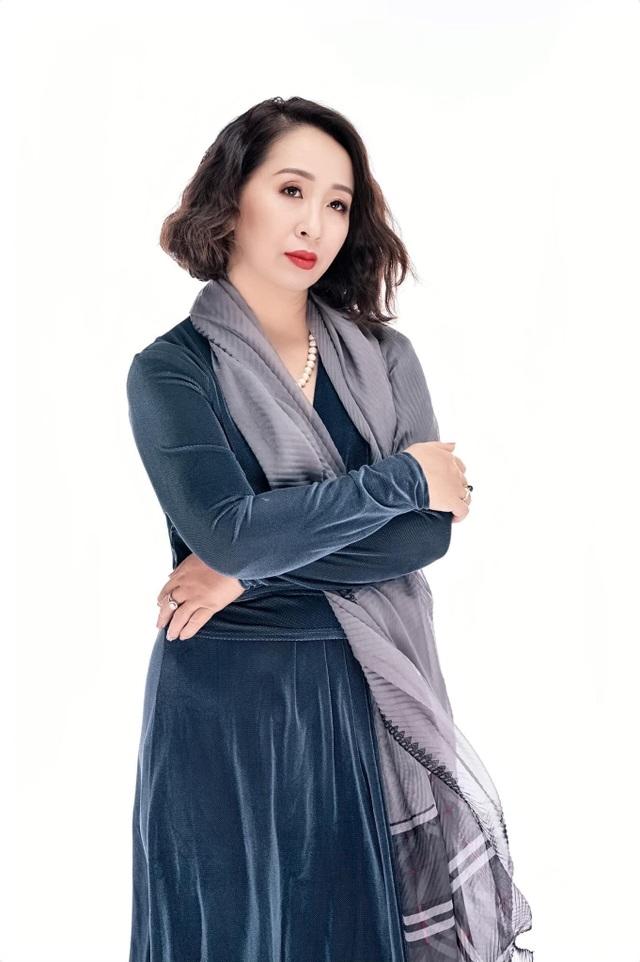 Bất ngờ với giọng hát trẻ trung ở tuổi 50 của nghệ sĩ Hoàng Hiền - 1