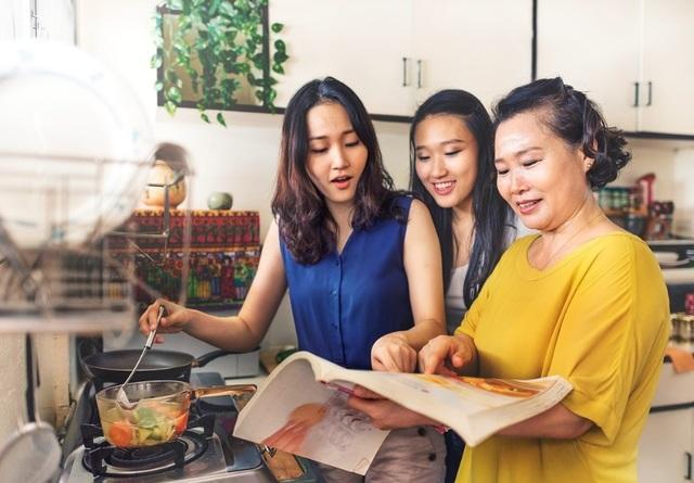 """Phụ nữ Việt và chặng đường chinh phục điều """"phi thường"""" trong xã hội hiện đại - 3"""