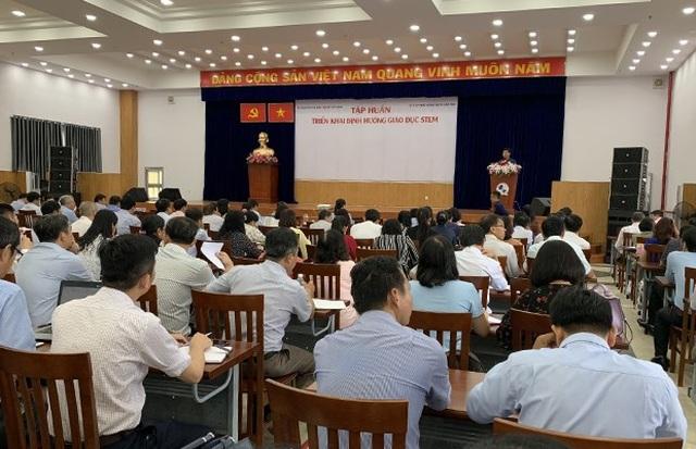 Sở GD-ĐT TPHCM tổ chức tập huấn, hội nghị... kết hợp đi du lịchchi phí cao - 1