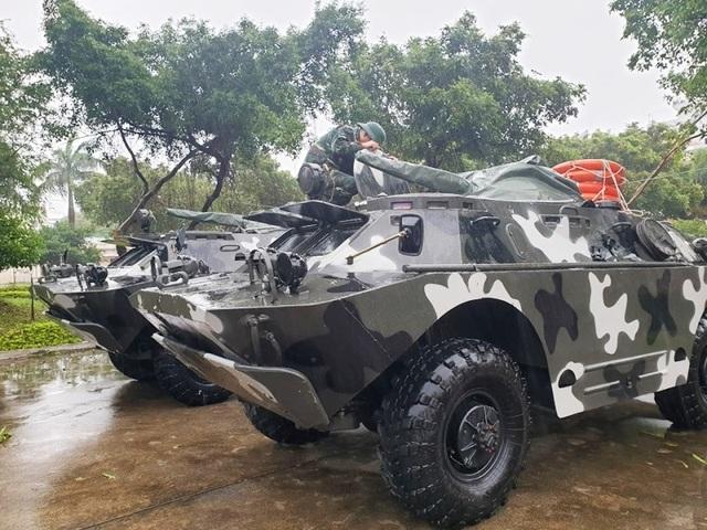 Quân khu 5 điều 12 xe bọc thép sẵn sàng đón bão - 1