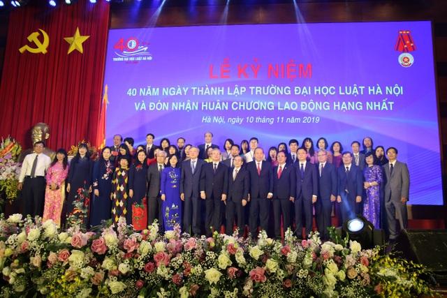 Kỷ niệm 40 năm thành lập, ĐH Luật Hà Nội nhận Huân chương Lao động hạng Nhất - 5