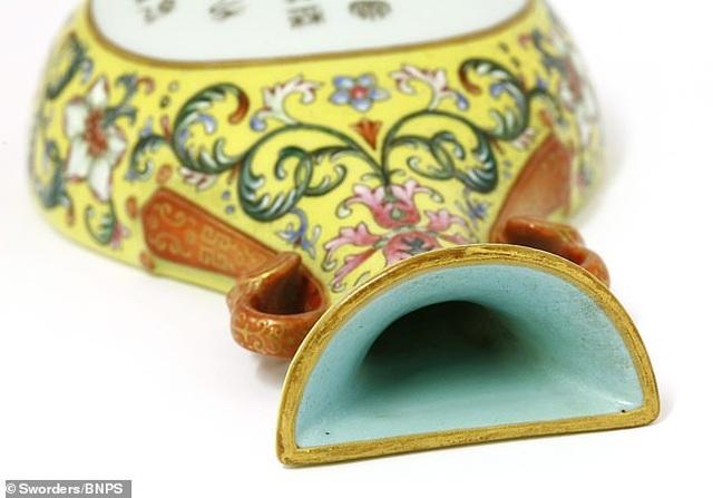 """Bình cổ của Hoàng đế Càn Long: Vốn """"rẻ như cho"""", bất ngờ bán lại được hơn 14 tỷ đồng - 2"""