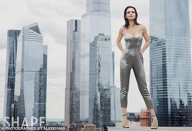 """Katie Holmes kể về cuộc sống làm mẹ đơn thân """"hậu chia tay Tom Cruise"""" - 3"""