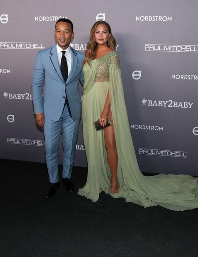 John Legend đưa vợ đẹp Chrissy Teigen dự tiệc - 5