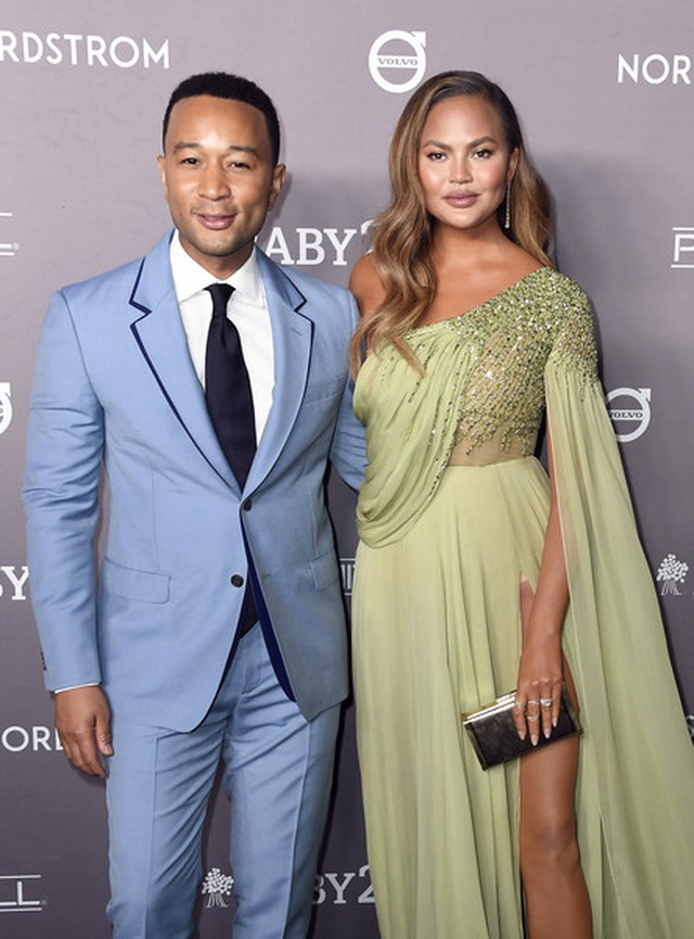 John Legend đưa vợ đẹp Chrissy Teigen dự tiệc - 3