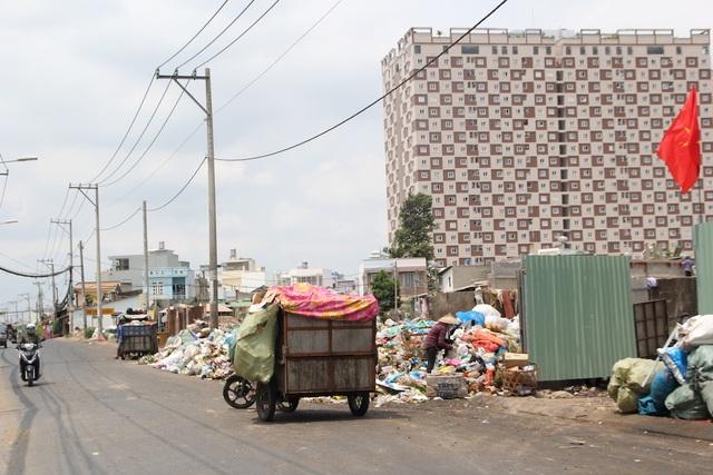 TPHCM đau đầu vì việc vận chuyển 9.000 tấn rác mỗi ngày - 1