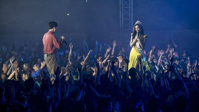 Hoa hậu H'Hen Niê trình diễn màn xoay váy kinh điển trong liveshow Đen Vâu - 5