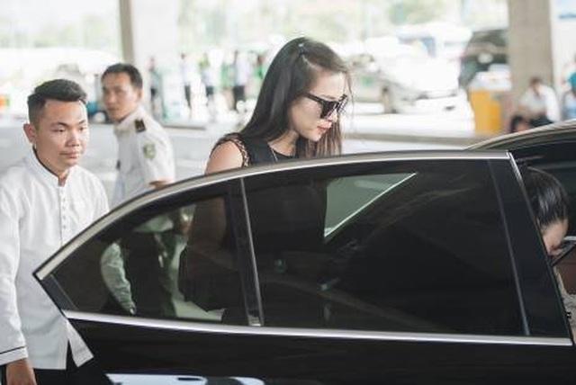 Ngô Thanh Vân rạng ngời bên xe VinFast đi dự đám cưới Đông Nhi - 1