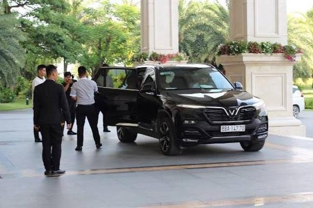Ngô Thanh Vân rạng ngời bên xe VinFast đi dự đám cưới Đông Nhi - 6