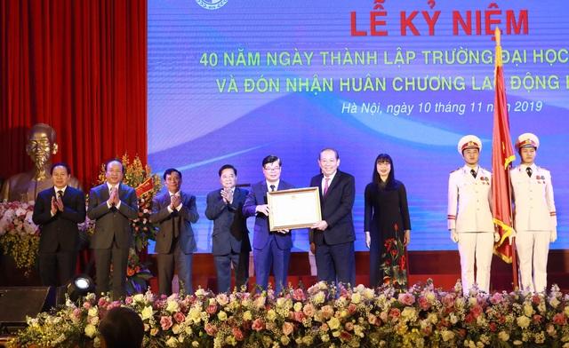 ĐH Luật Hà Nội nhận Huân chương Lao động hạng Nhất lần thứ 2 - 1