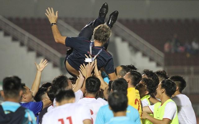 Khoảnh khắc cầu thủ và cổ động viên nín thở nhìn U19 Việt Nam giành vé dự giải châu Á - 15