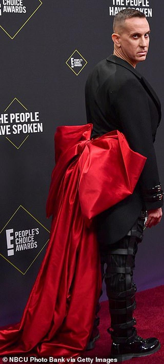 Những sao mặc xấu trên thảm đỏ Peoples Choice - 15