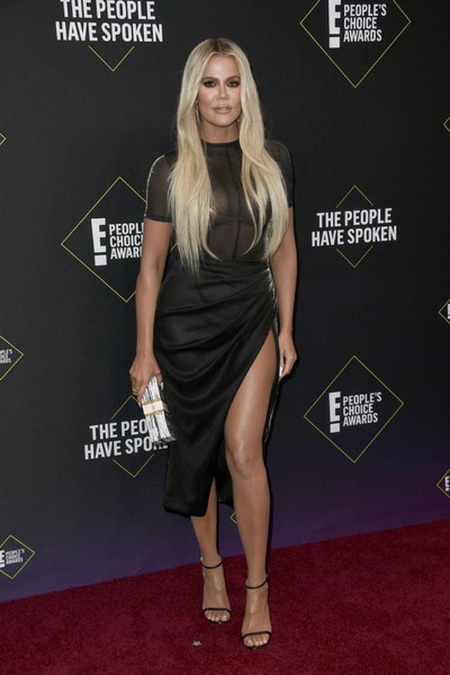 Kim Kardashian và các chị em mặc hở bạo - 4