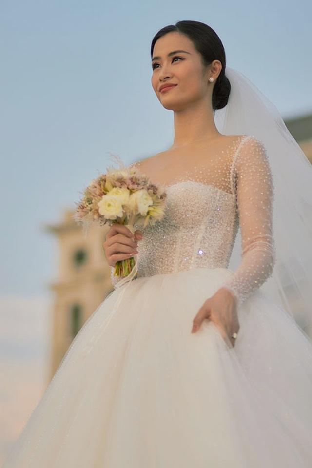 Đông Nhi thay ba bộ váy trong đám cưới - 1