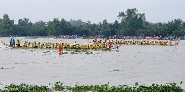 Hàng chục nghìn người dân đến xem đua ghe Ngo tại lễ hội Oóc Om Bóc - 4