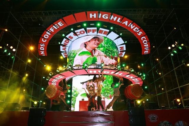 """Highlands Coffee và """"niềm tự hào đất Việt"""" bùng nổ cùng hơn 6.000 fan Đà Nẵng - 3"""