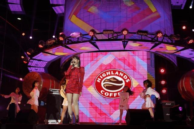 """Highlands Coffee và """"niềm tự hào đất Việt"""" bùng nổ cùng hơn 6.000 fan Đà Nẵng - 5"""