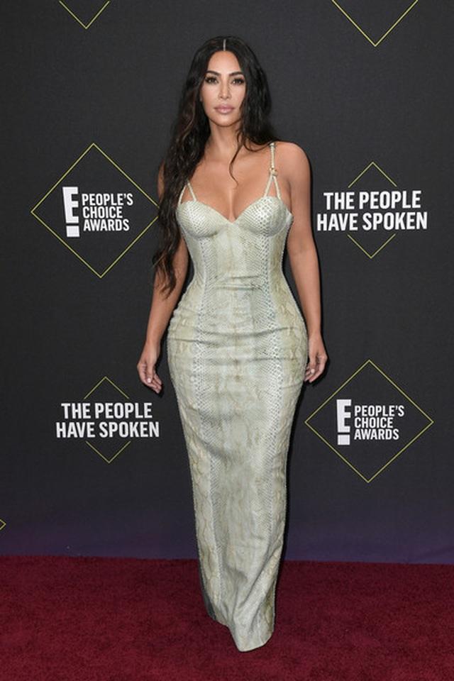 Kim Kardashian và các chị em mặc hở bạo - 3
