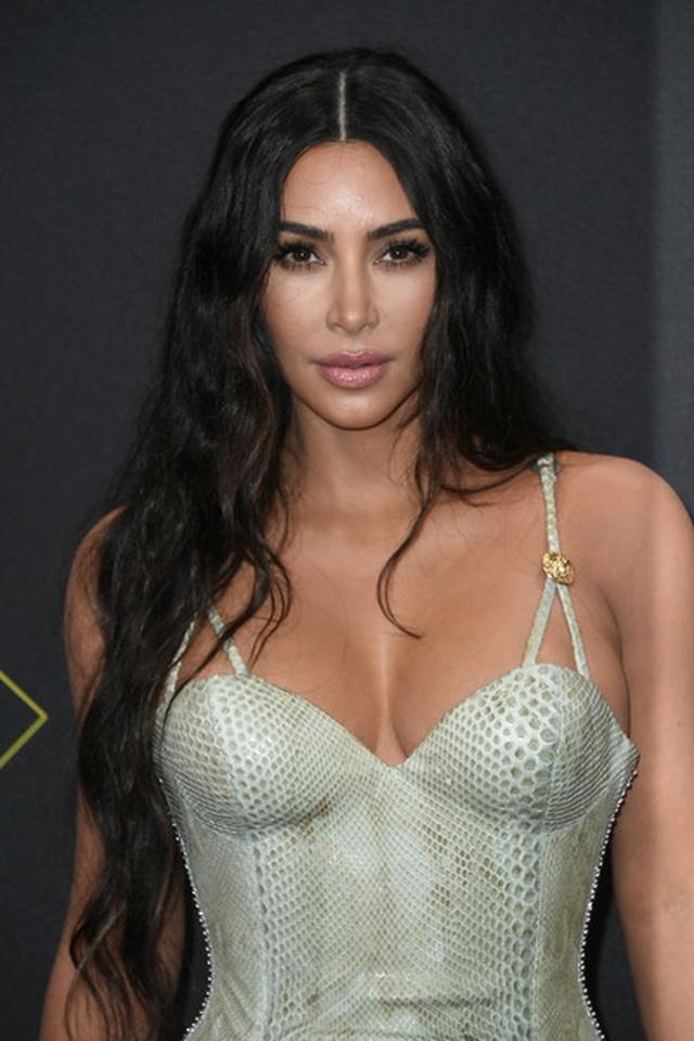 Kim Kardashian và các chị em mặc hở bạo - 2