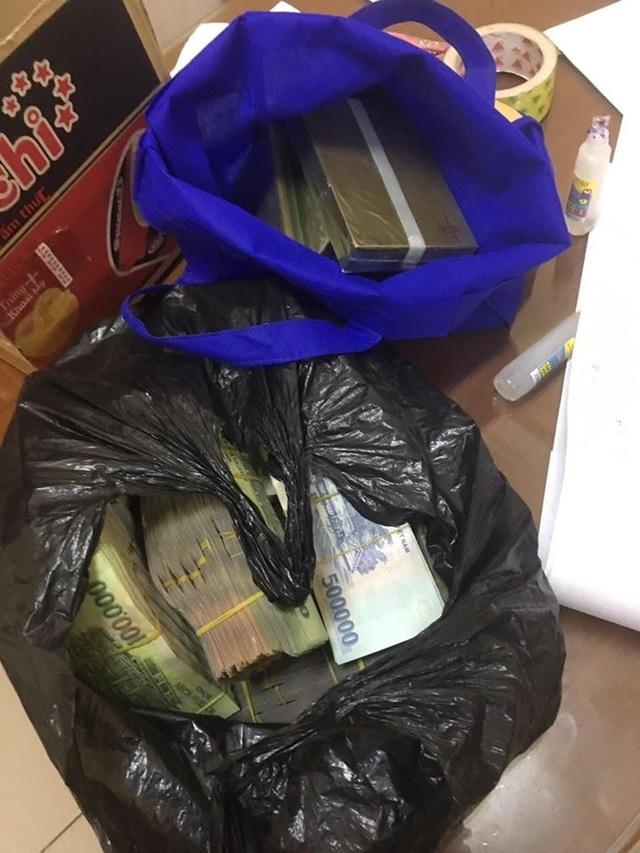 Vợ chồng giáo viên giao dịch 5 bánh heroin, xin hối lộ cảnh sát... 1 tỷ đồng - 2