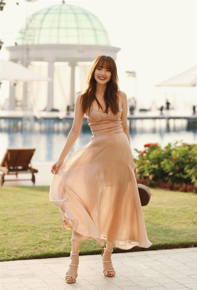 Đông Nhi thay ba bộ váy trong đám cưới - 5