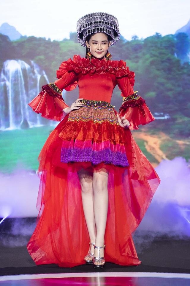 Lê Âu Ngân Anh tái xuất trên sàn catwalk cùng Hoa hậu Áo dài Tuyết Nga - 4