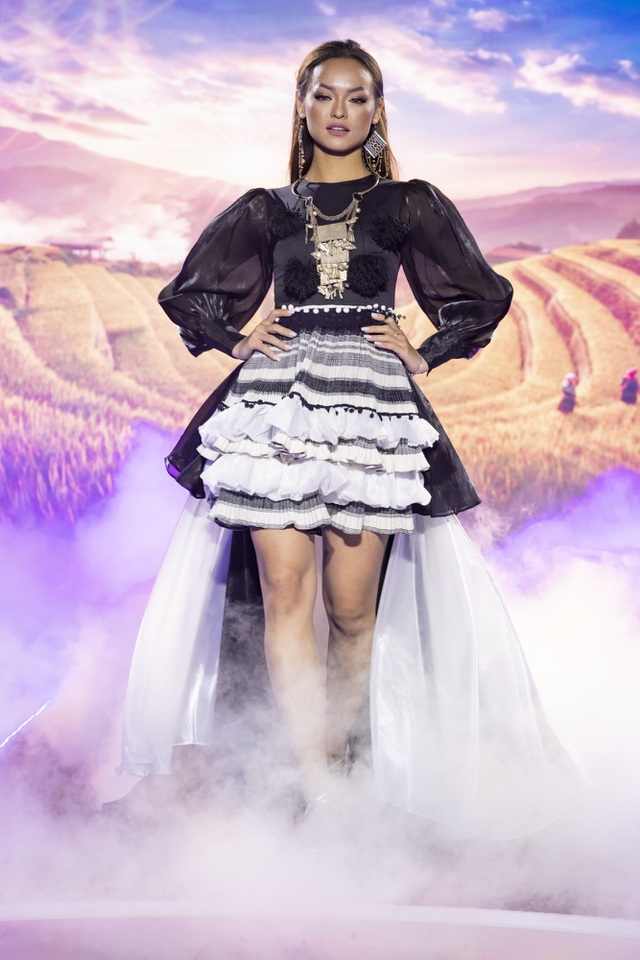 Lê Âu Ngân Anh tái xuất trên sàn catwalk cùng Hoa hậu Áo dài Tuyết Nga - 9