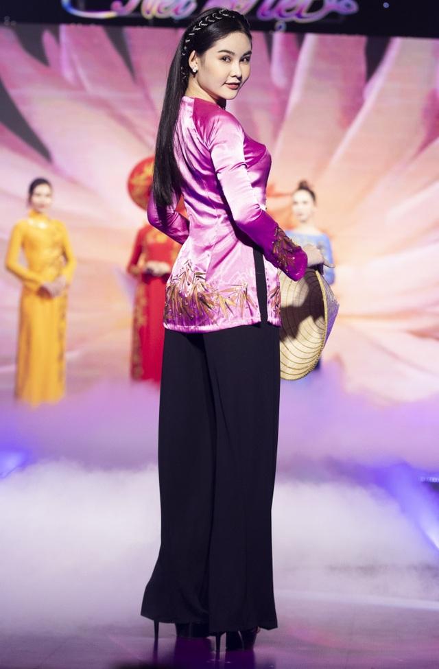 Lê Âu Ngân Anh tái xuất trên sàn catwalk cùng Hoa hậu Áo dài Tuyết Nga - 12