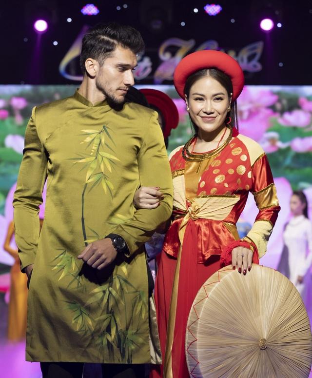 Lê Âu Ngân Anh tái xuất trên sàn catwalk cùng Hoa hậu Áo dài Tuyết Nga - 14