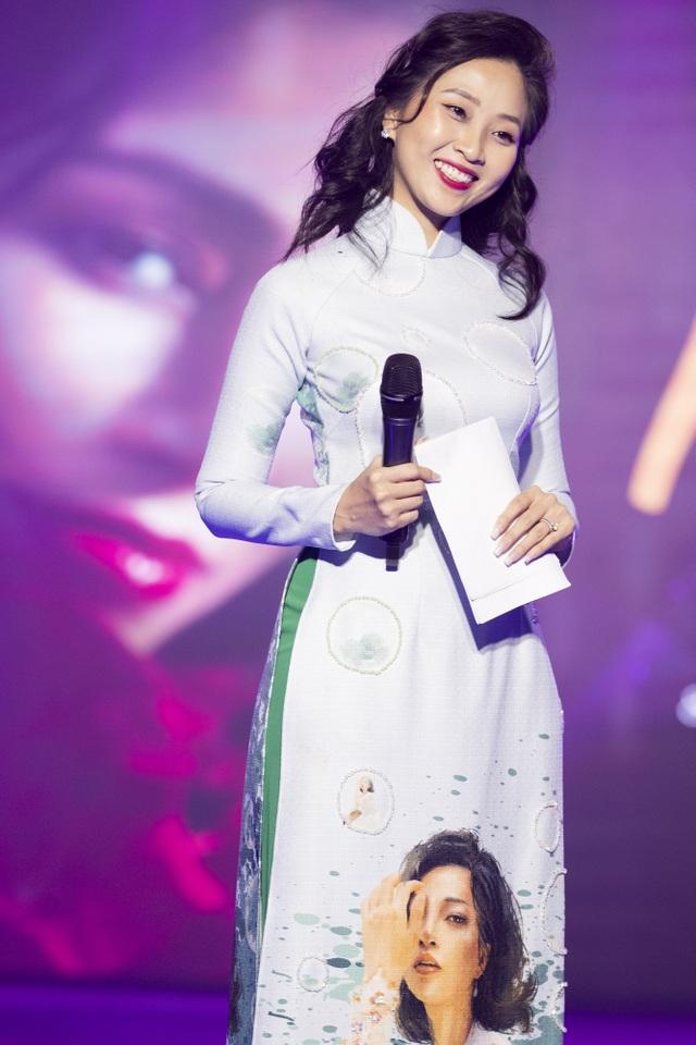 Lê Âu Ngân Anh tái xuất trên sàn catwalk cùng Hoa hậu Áo dài Tuyết Nga - 10